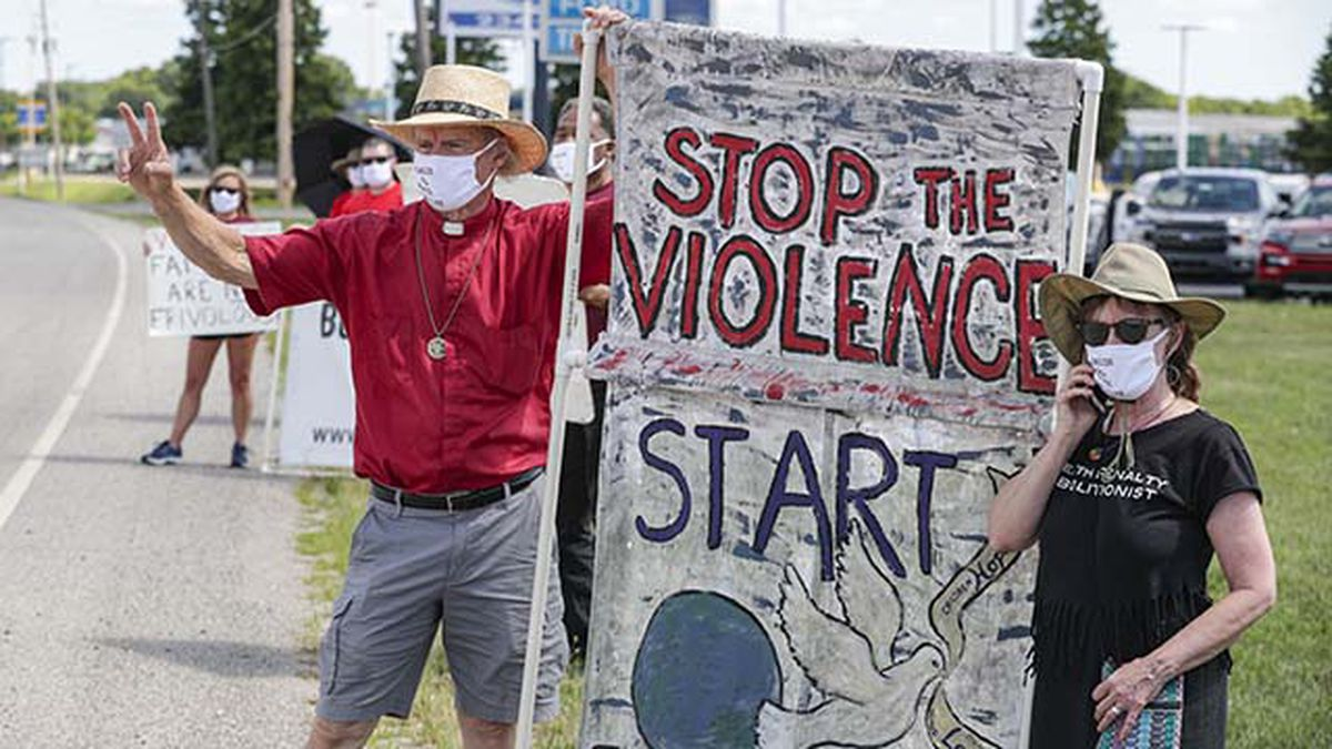 Protesters against the death penalty gather in Terre Haute, Ind., Monday, July 13, 2020. Daniel Lewis Lee, a convicted killer, was scheduled to be executed at 4 p.m. in the federal prison in Terre Haute. He was convicted in Arkansas of the 1996 killings of gun dealer William Mueller, his wife, Nancy, and her 8-year-old daughter, Sarah Powell. (AP Photo/Michael Conroy)