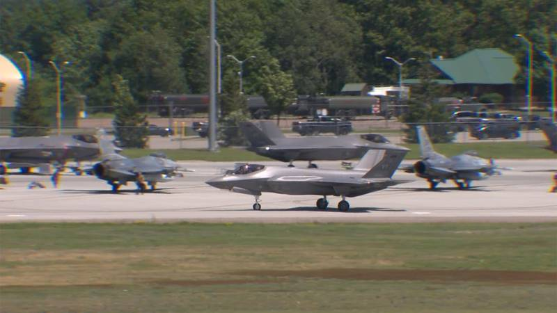 F-35s and F-16 fighter jets are training in the skies over Vermont this week.