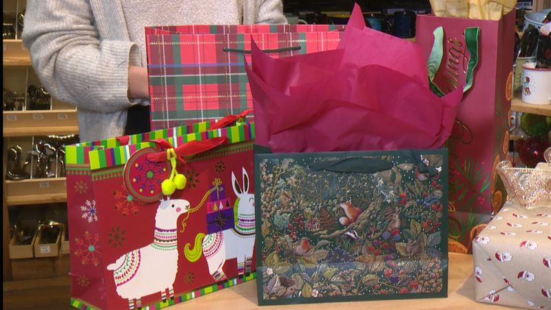 Tips on using gift bags for presents that pop!